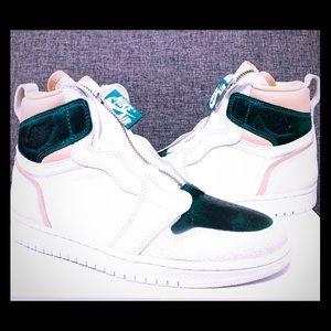 New In Box Women's Size 7 Nike Air Jordan 1